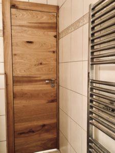 Dveře z dubové dýhy, Bezfalcové interiérové dveře se skrytými zárubněmi z dubové dýhy opatřeny olejem OSMOdveře, olej OSMO, skryté zárubně.